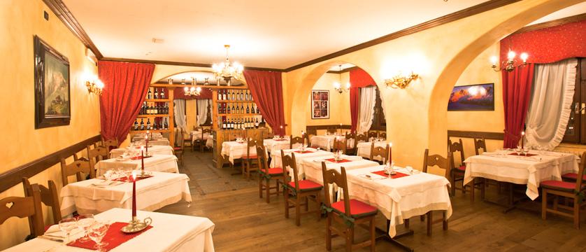 italy_courmayeur_hotel_courmayeur_dining_room.jpg